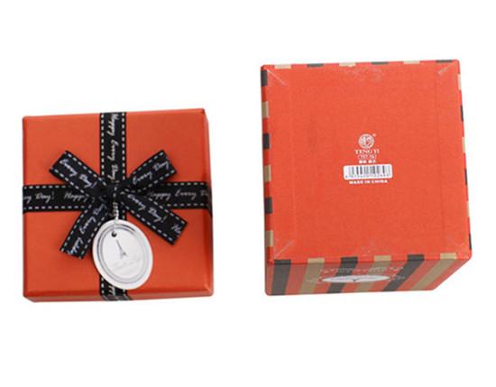 紅色精致華貴的巧克力包裝盒